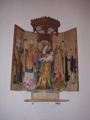 Neitsyt Marian alttarikaappi 1400-luvulta.