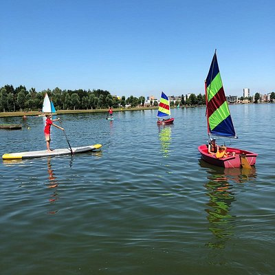 Summer fun at the Hoornselake. Schoolcamps, windsurfing, supsafari, sailing, surfsafari tour boat and teambuilding activities.