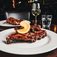 Spareribs with a spicy or sweet flavor.
