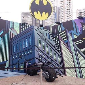 Exposição Batman 80 anos. Acabou dia 02/02/2020 e já tem nova locação. No shopping Iguatemi Campinas. Ainda aguardando nova data. Essa foi no Memorial da América Latina. Exposição TOP DAS GALÁXIAS. Para quem é fã do Homem Morcego. Imperdível.