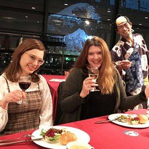 「夜景」と「食事」と「ショー」が楽しめるエンターテイメントレストラン!!