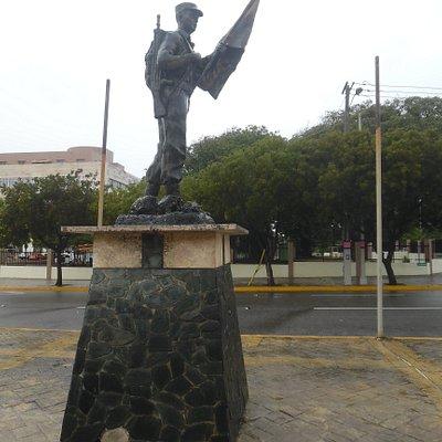 Enrique Jiménez Moya statue - side view