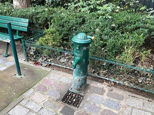 Fontaine Wallace du Square Jacques-Bidaut (Paris 2ème)