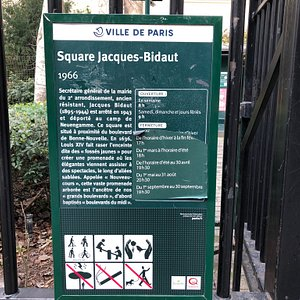 Panneau de présentation du Square Jacques-Bidaut (Paris 2ème) près de son portail