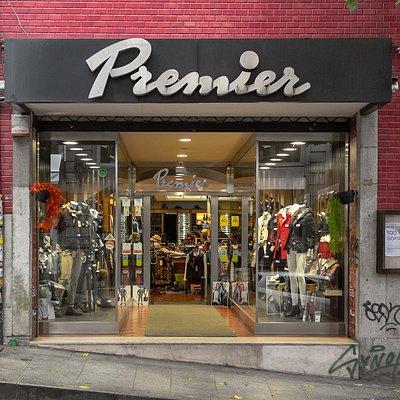 Fachada da loja Premier na baixa do Porto.