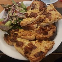 Spicy Welsh Rarebit with grilled bacon