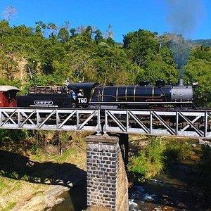 Passagem pela ponte do Rio Hansa Humboldt