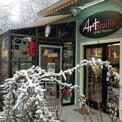 Come See us in the Smokies and create your own art!  Painting Parties and Art Lessons personalized for you. artstudioofthesmokies.com