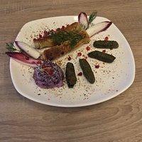feuilles de vigne arménienne et blinchiki salade de choux rouge