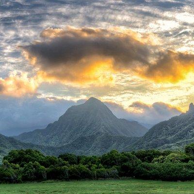 Kualoa's Ka'a'awa Jurassic Valley at sunset ...  taken by Justin McKenzie