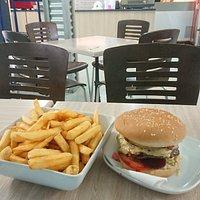 Hamburger with the lot, medium chips.