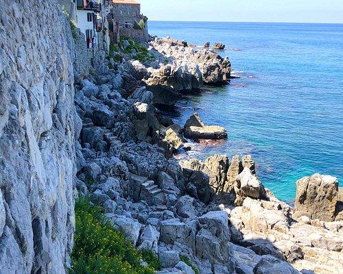 Steps down to pathway along the rocks by Porta Giudecca
