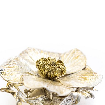 A real anemone flower entirely out of silver & gold. A unique brooch of nature.