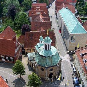 Das Museum liegt direkt hinter der bedeutenden Wallfahrtskapelle in der Altstadt von Telgte.