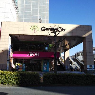Garden City、右側はバスターミナル