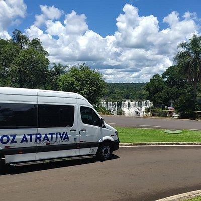 Transporte com guia para as Cataratas Brasileira e Argentina.