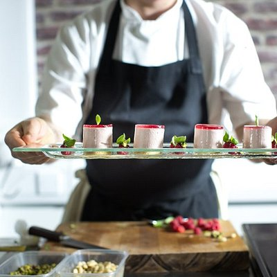 Professional chef training - for food enthusiasts, aspiring and existing chefs, career changers, gap year students for skills or travel opportunities, ski chalet hosts or yacht crew, food bloggers and media ...