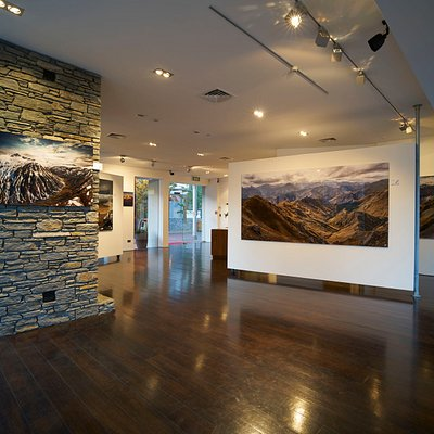 Romer Gallery Queenstown's stunning gallery