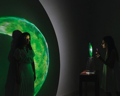 Pieza de luz interactiva del artista Orfeo Quagliata (2019)