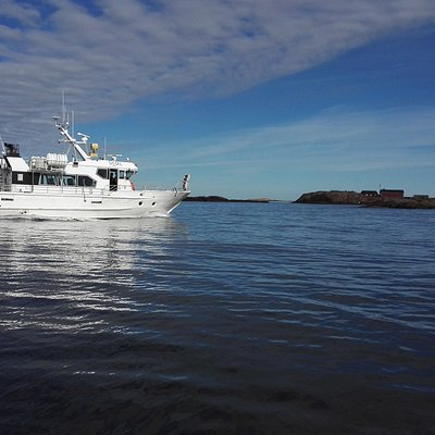 Ms Sissel approaching to Bengtskär lighthouse
