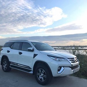 SUV Fortuner - max 4 people with luggage.