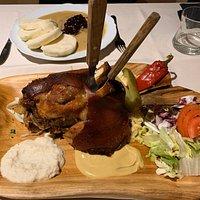 Sehr gutes und authentisch tschechisches Essen. Personal super und Preise sind günstig!
