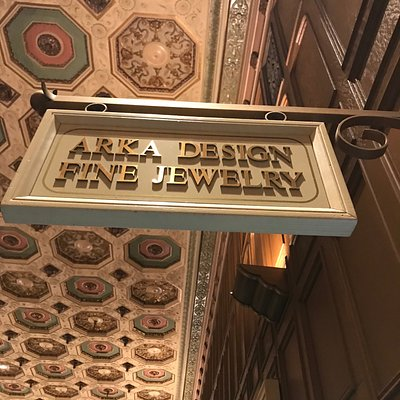Located in historic Millennium Biltmore Hotel in Los Angeles. We carry great selections of gift ideas, souvenirs, hand crafted high end jewelry with great discount prices.