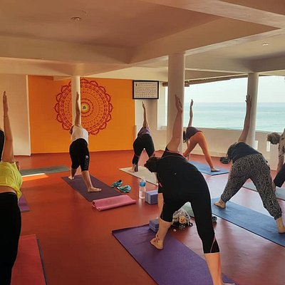 Starting the day with a great hatha yoga class and energy! Welcome to Kovalam and to Yogadarshan!! 14/02/2020