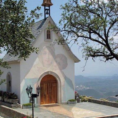 Hermoso santuario, ubicado en Mty, es uno de los dos santuarios en mx que disten de la virgen de Shoenstatt, bello.