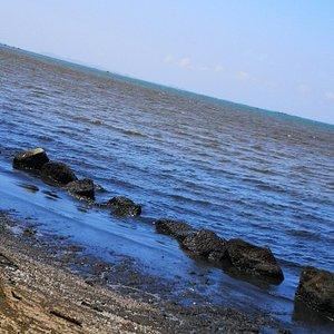 Krating lai Beach Fuyez l'endroit est sale, odeur nauséabonde Personne ne peut se baigner à croire que les égouts se déversent dans la mer