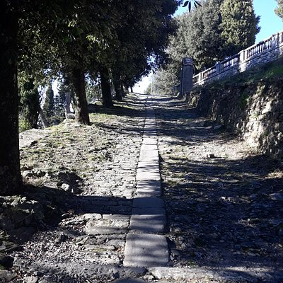 passeggiata sulla via Crucis