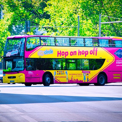 Moderne Busse mit kostenlosem Wifi