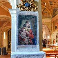 Interno della  Chiesa  di San Ponzo  Semola  Il Borgo merita una visita  è davvero caratteristico e bellissimo