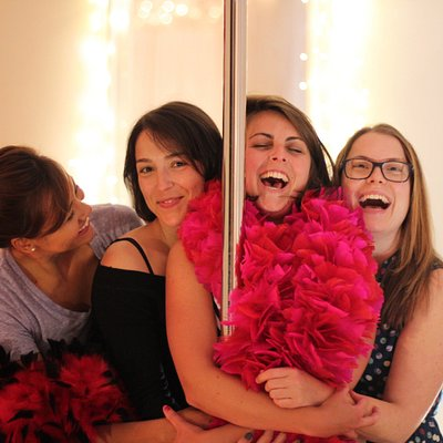 Fabulous fun during pole parties, workshops & classes at Entangle & Sway - Locations in San Francisco and Marin