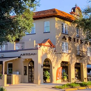 The lovely Historic ARTISAN Downtown Hotel