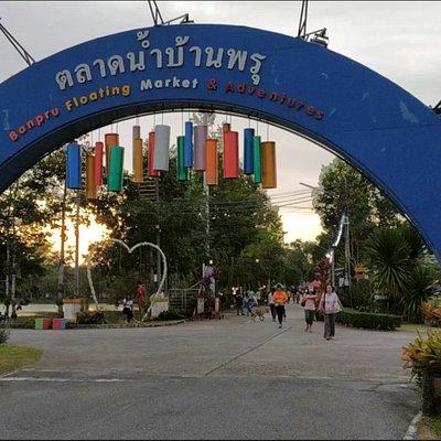 Ban Pru floating market main entrance