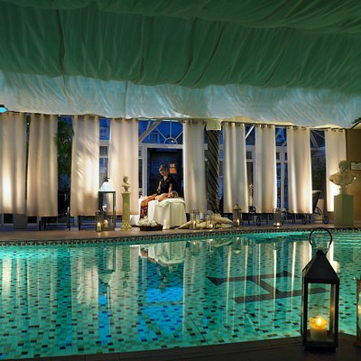Unwind in the relaxation poolside lounge with a magazine by the indoor heated pool. Complete your Beautique Spa experience in the bubbling jets of the outdoor jacuzzi, or in the revitalising steam room or why not opt for the detoxifying sauna.