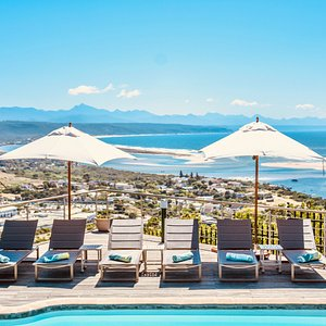Pool with Best Views over Plettenberg Bay, Worldclass Beaches and the everchanging Lagoon.