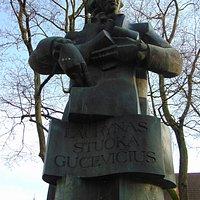 Wawrzyniec Gucewicz (1753-1798) herbu Syrokomla – polski architekt, przedstawiciel klasycyzmu, profesor Uniwersytetu Wileńskiego,