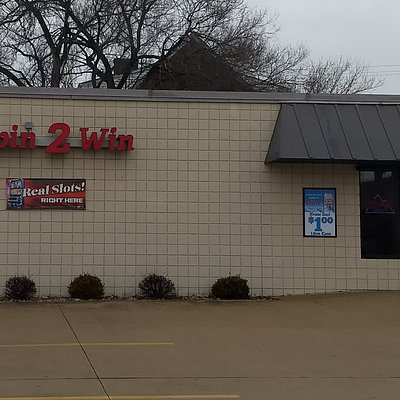 """Front exterior of """"Spin 2 Win"""" in Highland, IL"""