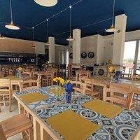 Il nostri tavoli in ceramica illuminati dal sole di Puglia