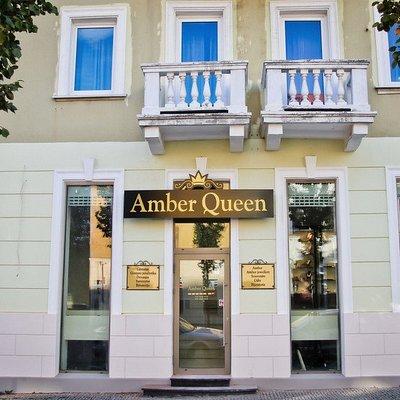 Amber Queen Shop/Museum Main Entrance