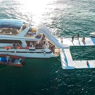 Choose your Escape to the ocean in Pattaya with us.  Here at Ocean Escape Yacht Charter Pattaya you can go on a yacht trip with lots of water toys from slider from the yacht flybridge, floating private swimming pool and ocean trampoline.