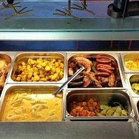 Les viandes au choix, pommes de terre et légumes