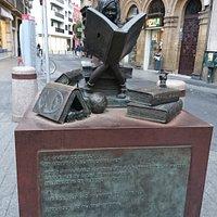 西班牙著名政冶和男女平等主義者克拉拉·坎波阿莫古銅紀念碑