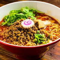 Chili Beef (Beef broth). Spiced with chili oil+pepper, topped with ground beef, bean sprouts, bamboo, arugula, naruto, and green onions.