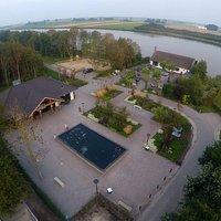 bovenaanzicht entree Hoenderdaell en restaurant Veer