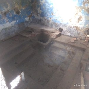 The small stepped basin for thermal baths.