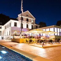 Lauer Sommerabend an der Kieler Förde. Im Hotel Kieler Yacht Club.