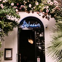 Offering an oasis tranquillity, The Belvedere Restaurant is surrounded by lawns, stunning flower gardens, and a picturesque fountain, yet is also conveniently located only minutes away from the buzz of High street Kensington and Notting Hill.